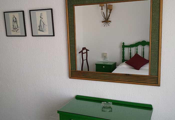 habitacion-individual-cas-bombu-hotel